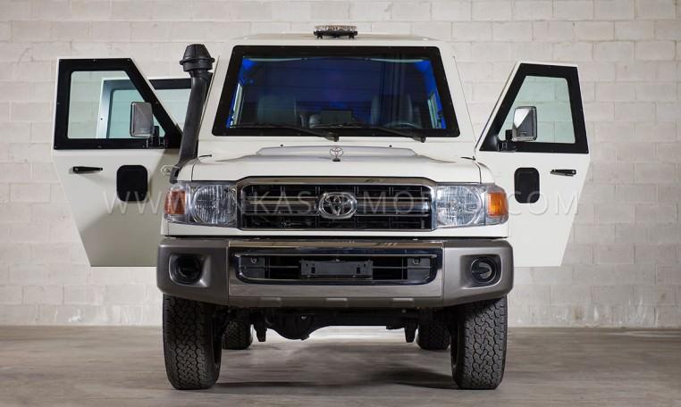 Toyota Land Cruiser 79 CIT Front View